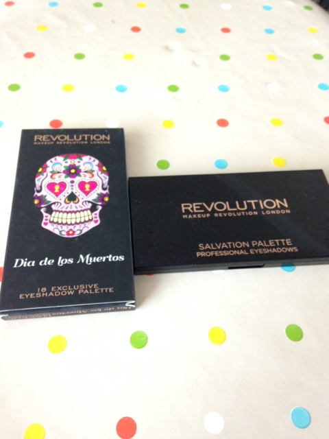 Dia de los muertos Makeup Revolution palette eyeshadow matte shimmer