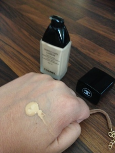 Chanel Perfection Lumiere Foundation nozzle after one pump